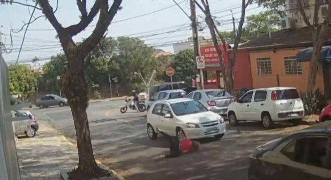 Carro de Lucas Rainer acelerou e atingiu em cheio a ex-namorada na rua