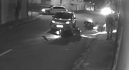 Carro bateu de frente nas motocicletas