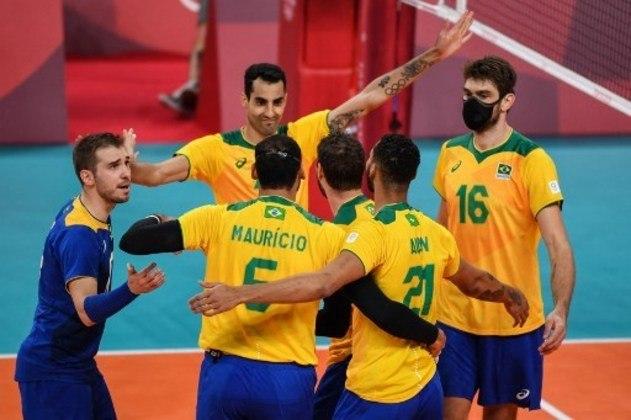 Atual campeão olímpico, o Brasil estreou com vitória no vôlei de quadra masculino. A Seleção Brasileira derrotou a Tunísia por 3 sets a 0 (parciais de 25/22, 25/20 e 25/15). O Brasil busca a quarta medalha de ouro na história.