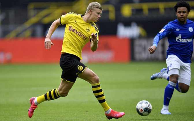 Atual titular do Borussia Dortmund, o atacante Haaland estreou como profissional no Bryne, da Noruega, com apenas 15 anos. Na equipe do Dortmund desde esta temporada, já foram 16 gols em 17 jogos.