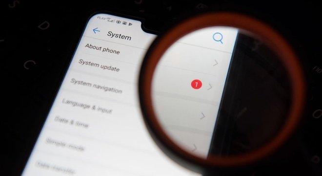 Recomenda-se atualizar o celular e baixar a versão mais recente do sistema operacional disponível