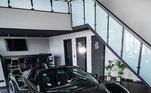 A última aquisição foi uma Ferrari 488 Spider Mansory. A máquina da marca italiana foi personalizada pela empresa Mansory. O carro tem uma faixa em estilo camuflado, com bancos de couro e muita velocidade, já que alcança mais de 341 km/h