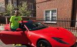 O atacante parece gostar de marcas italianas. Em sua garagem ele ainda tem dois automóveis da Ferrari. A primeira é uma Ferrari 812, com o preço de R$ 4 milhões