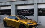 Para combinar com sua Aventador, nada melhor que outros dois carros da marca. As SUV conhecidas como Lamborghini Urus valem cerca deR$ 2,4 milhões. Uma é bom, duas é ótimo!