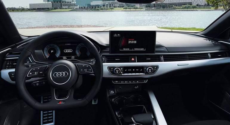 Na versão avaliada o carro custa R$ 304.990, porém com todos os opcionais o valor pode chegar a R$ 332.490