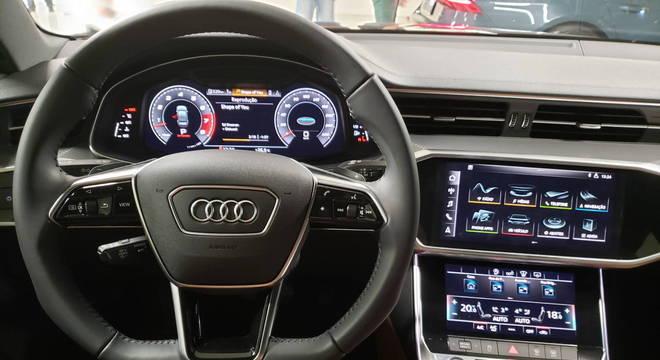 Painel integrado ao console é marca do Audi A7