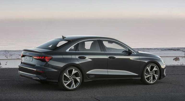 Modelo conta com sensores de estacionamento com park assist e sistema de direção dinâmica progressiva