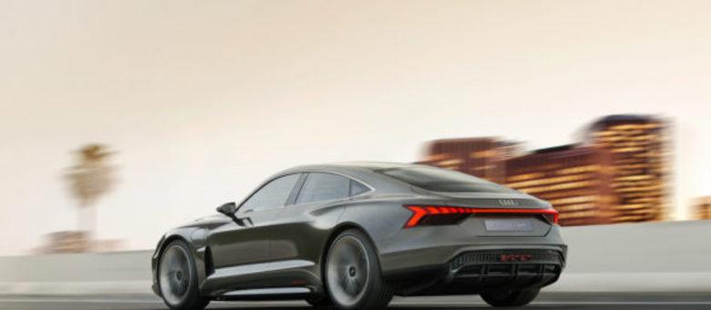 Com traseira elegante, esportiva e arredondada, estilo do e-Tron GT deve inspirar novos produtos