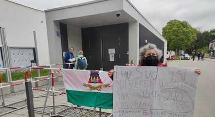 Manifestantes fizeram ato em frente à corte