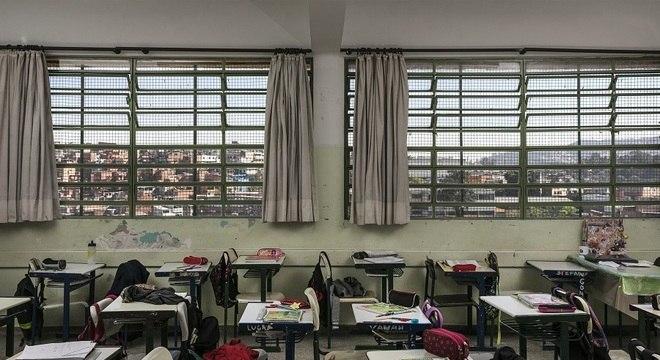 Eduardo Leite estuda medidas restritivas para a educação