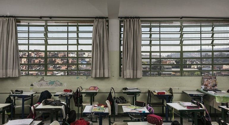 Estudantes da rede paulistana poderão retornar para sala de aulas nesta segunda (15)