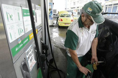 Combustíveis ficaram mais caros em novembro
