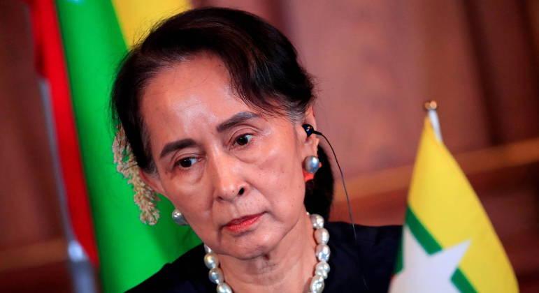 Líder birmanesa deposta, Aung San Suu Kyi, é indiciada por corrupção