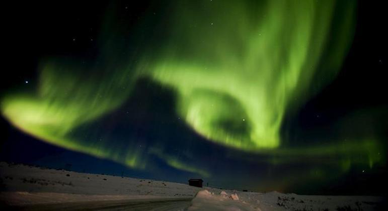 Aurora boreal é um fenômeno registrado em regiões no extremo norte do planeta