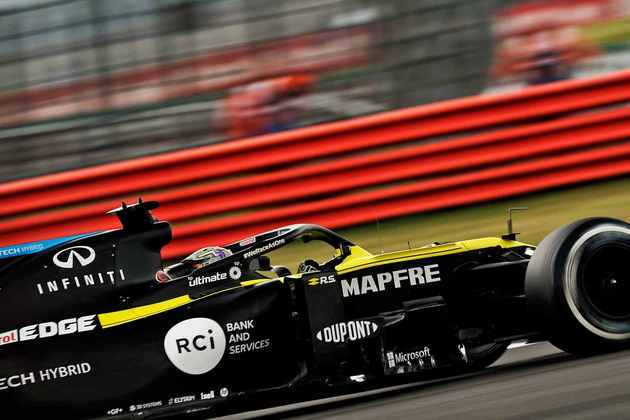 Australiano fez 1min26s421, mas ficou mais de 0s8 atrás do líder Lewis Hamilton