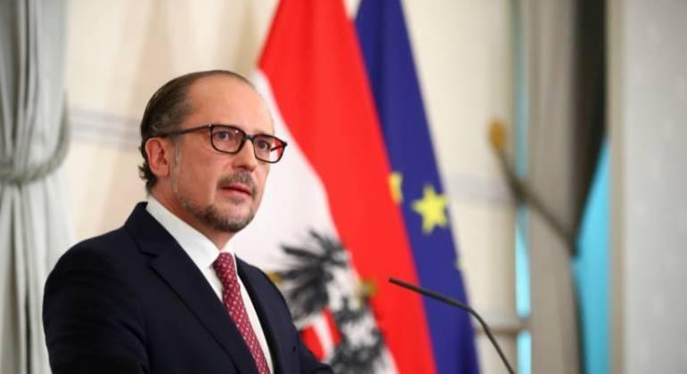 O conservador Alexander Schallenberg tomou posse como chanceler da Áustria