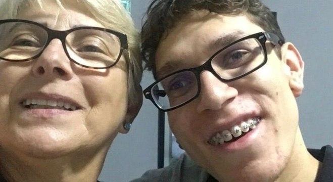 João Henrique e a mãe, Adeline, cobram respeito às pessoas com deficiência