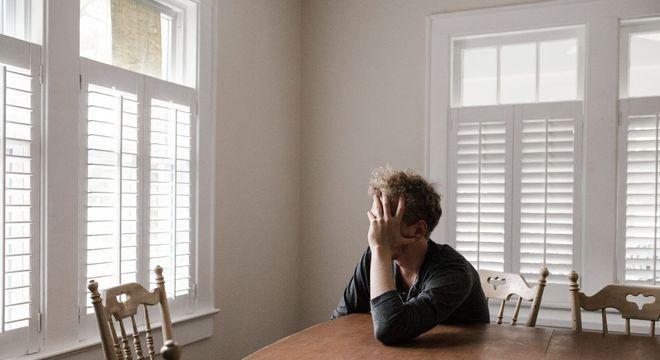 Autofobia, o que é? Origem, sintomas e tratamentos do medo da solidão