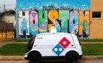 A experiência de receber uma pizza em casa vai passar a ser um pouco diferentes para habitantes da cidade de Houston, no estado do Texas, nos EUA. Isso porque a pizzaria Domino's vai começar a fazer entregas por um veículo autônomo*Estagiário do R7 sob supervisão de Pablo Marques