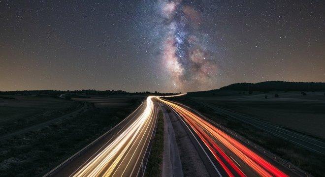 Cientistas acreditam que no futuro pode haver 'trilhas' para transportar luz