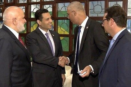 Embaixador de Israel cumprimenta o Bispo Renato
