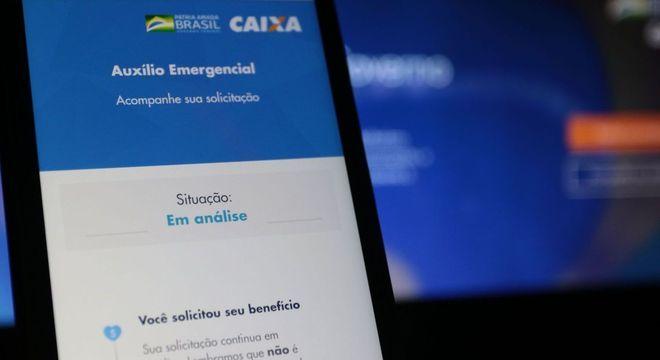 """Aplicativo do Auxílio Emergencial com mensagem de """"em Análise"""""""