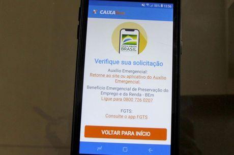 Celular conectado ao aplicativo Caixa Tem