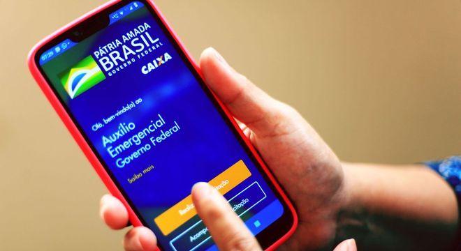 Cadastro é feito pelo app Caixa Auxílio Emergencial e pagamento,  pelo Caixa Tem