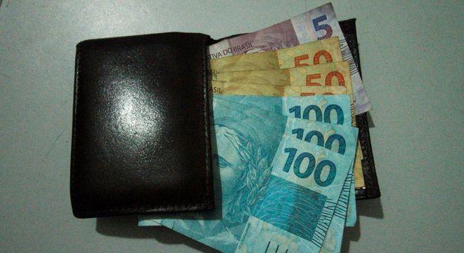 Trabalhador pode sacar até R$ 1.045, mesmo que tenha mais saldo