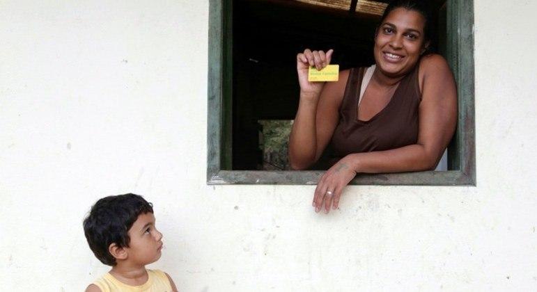Nesta quinta-feira, 2,44 milhões de famílias recebem o benefício