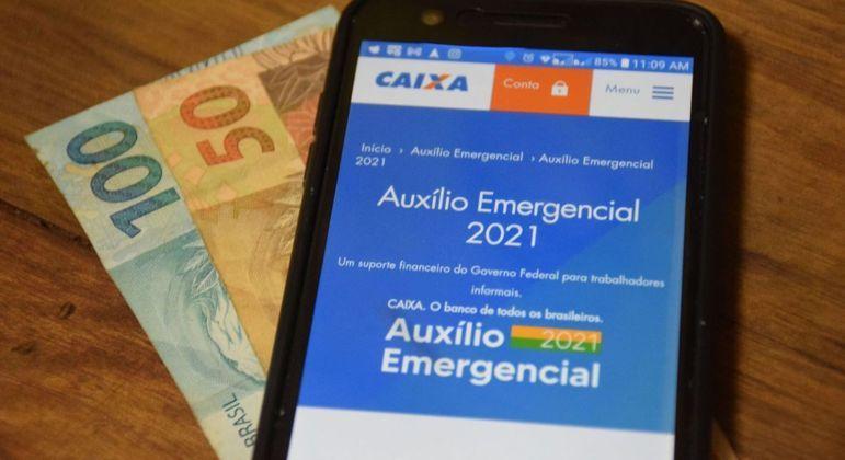 Valor médio do auxílio emergencial é de R$ 250. Pessoas que vivem sozinhas recebem R$ 150