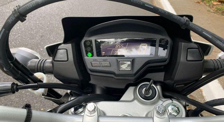 Moto tem painel LCD Blackout digital