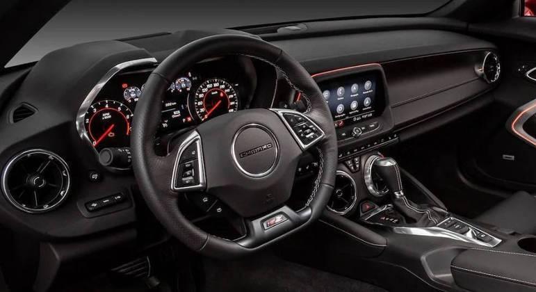 Camaro apresenta Wi-Fi a bordo, sistema de som premium Bose e espelhamento para Android Auto e Apple CarPlay