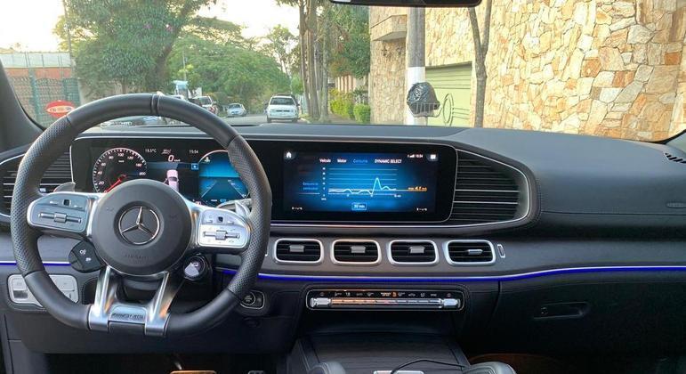 SUV de luxo tem sistema MBUX com tela de 10,25 polegadas assim como o cluster digital personalizável