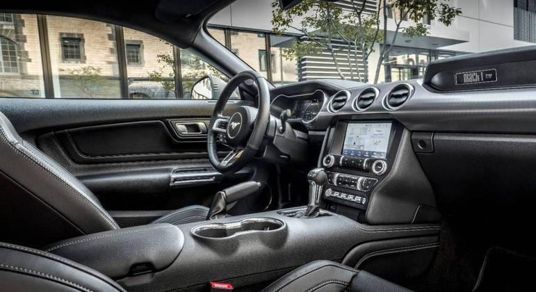 Esportivo tem comando de voz, navegação nativa e FordPass Connect