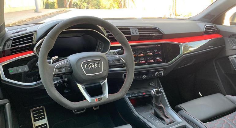 """Multimídia conta com tela de 10,1"""" (Audi MMI) de boa resolução e conexão com Android Auto e Apple CarPlay"""