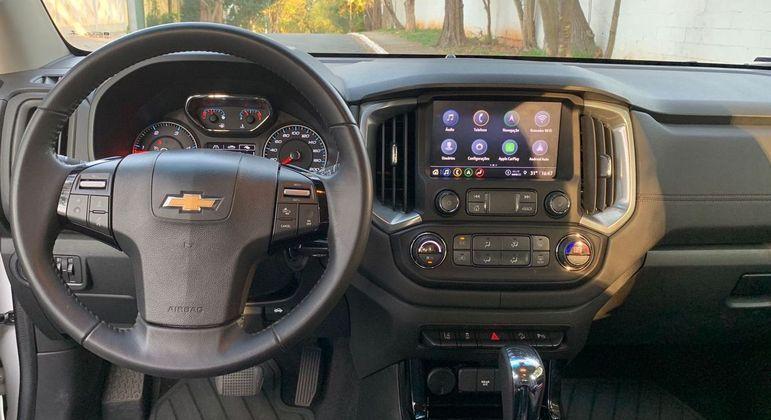 Carro tem cluster com tela parcial em TFT