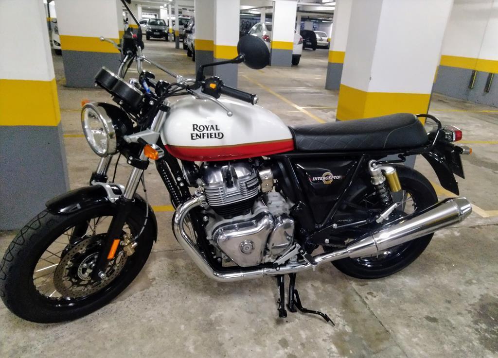 Moto com cara de moto, cativante com o público, mesmo parada na garagem chama atenção de quem não curte moto