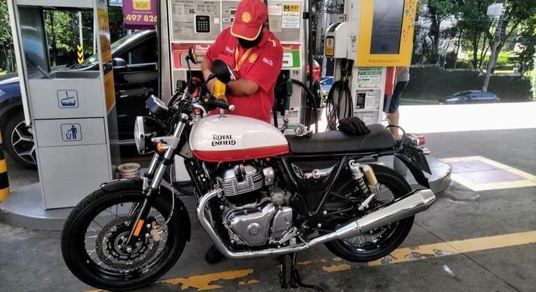 Na hora de abastecer tristeza pelo preço do combustível e alegria por descobrir que um motor 650cc é econômico