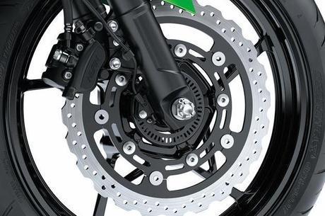 Roda igual da Z650, disco de freio igual da Z1000 com sistema ABS