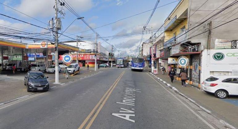 Avenida Inocêncio Seráfico, em Carapicuíba.
