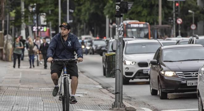 Ciclofaixa faz parte de proposta de mobilidade integrada com estações de ônibus