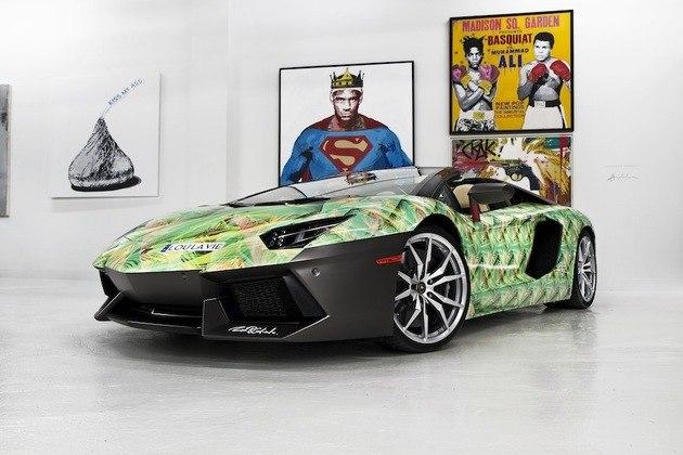 Lebron James fecha o ranking no sétimo lugar. O super astro da NBA tem em sua garagem essa Lamborghini Aventador com customização inspirada em tênis da Nike, que foi comprada em 2011, por James, pela bagatela de R$ 3,7 milhões