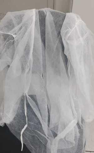 Avental descartável impróprio para lidar em casos de covid-19