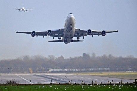 Passageiro obrigou piloto a mudar rota de voo