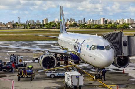Viajar de avião ficou mais caro para o brasileiro
