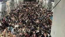 Avião dos EUA partiu lotado do Afeganistão com 823 passageiros