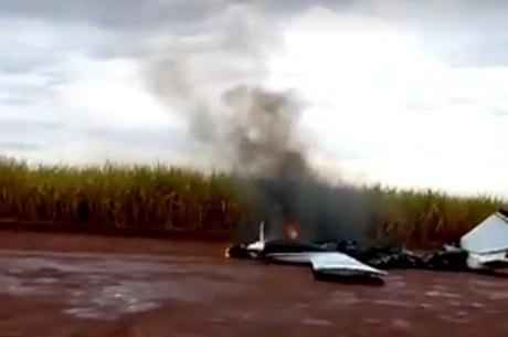 Funcionários de usina apagaram o fogo do avião