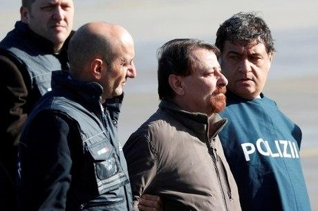 Battisti fugiu para a Bolívia após ter prisão decretada