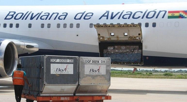 """companhia aérea estatal da Bolívia (BoA) informou neste sábado que vai realizar """"voos especiais de repatriação"""" no Brasil"""